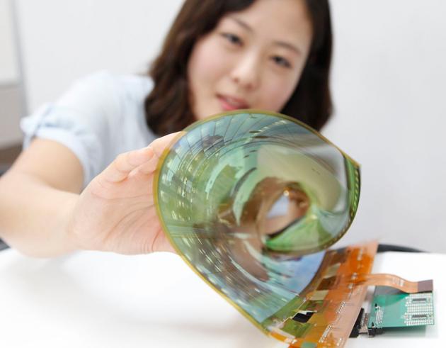 Televizor cu ecran flexibil de la LG